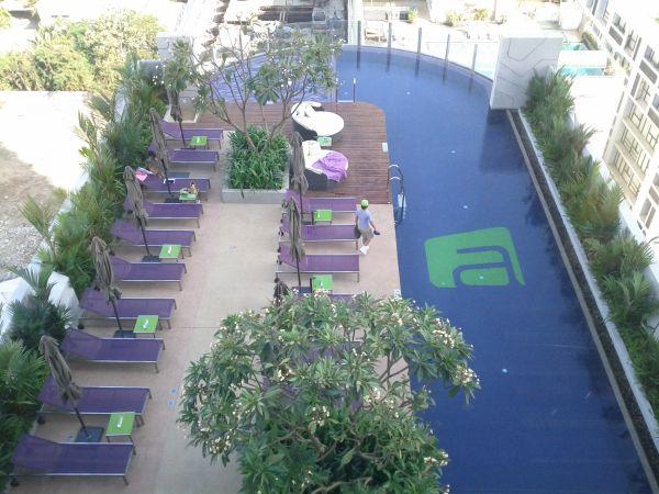 aloft-sukhumvit-11-bangkok-pool