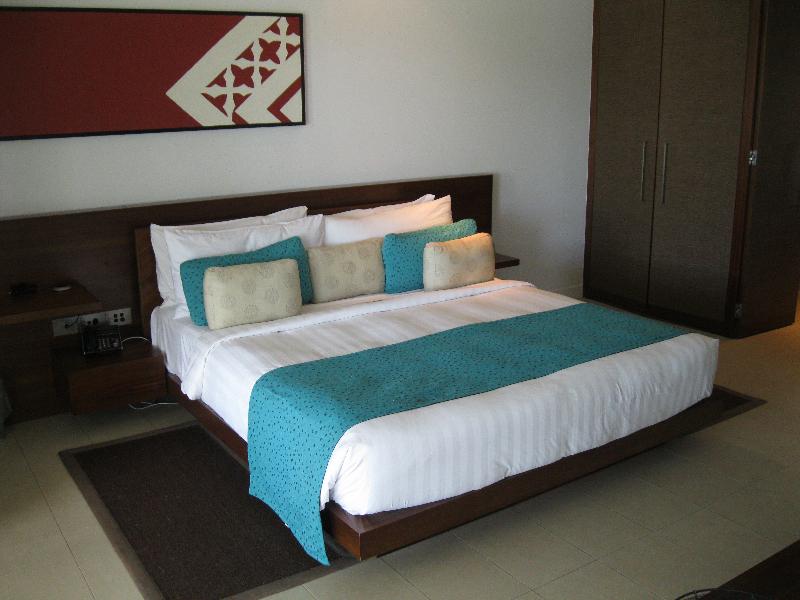 intercontinental-fiji-suite-2112-bedroom-bed