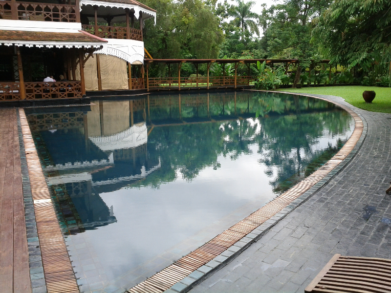 governors-residence-yangon-pool-swimming