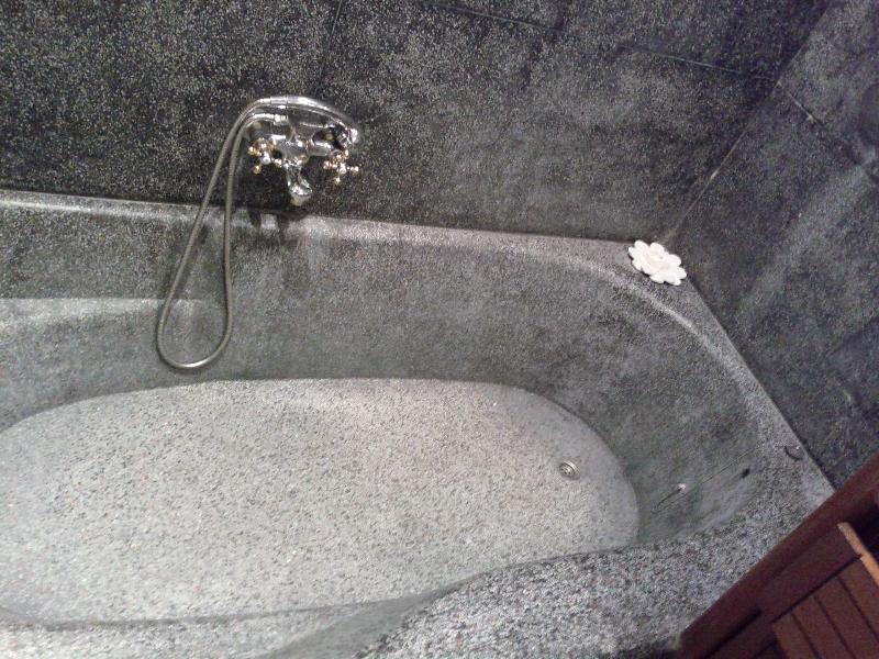 governors-residence-yangon-room-811-bath-tub