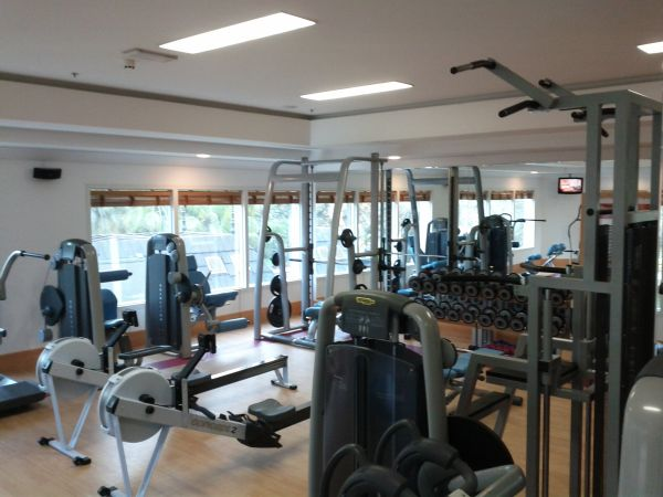 sheraton-jumeirah-beach-resort-towers-fitness-center-machinery