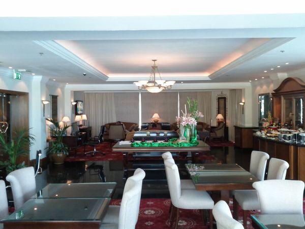 sheraton-jumeirah-beach-resort-towers-lounge-general-view-of-the-lounge