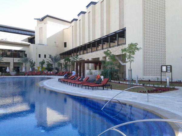 westin-abu-dhabi-golf-resort-spa-pool-area-3