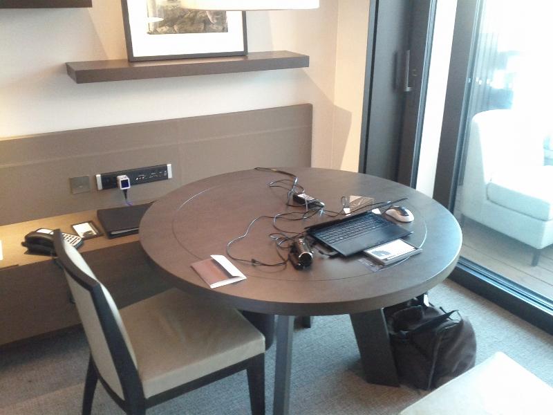park-hyatt-sydney-room-333-work-desk