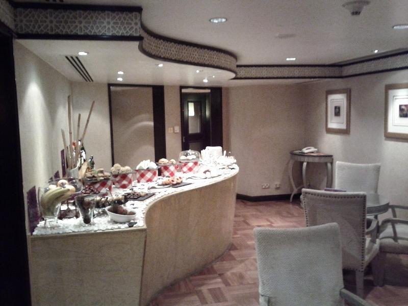 Sheraton Abu Dhabi Hotel Resort Club Lounge Day