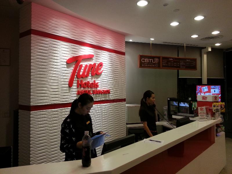 tune-hotel-bangkok-asoke-reception