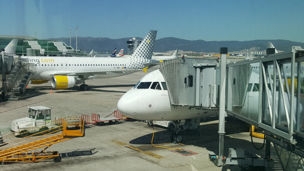 low cost model for long haul airlines Faster turn around times at airports are another advantage of the short haul low cost model but with 12-hour long flights the planes have to be kept on the ground for at least a couple of hours .